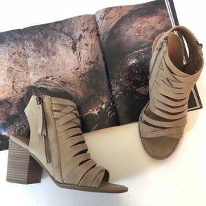 Universal Thread Heel Sandal Suede Tan Strappy